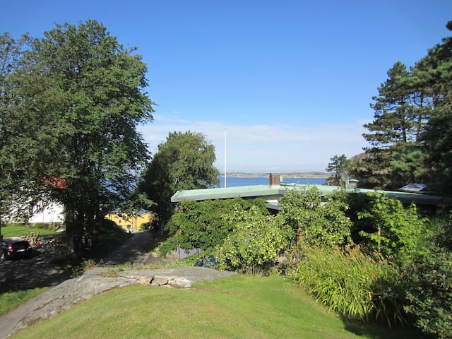 House with oceanview and 100m to a beach. - Ellös - House