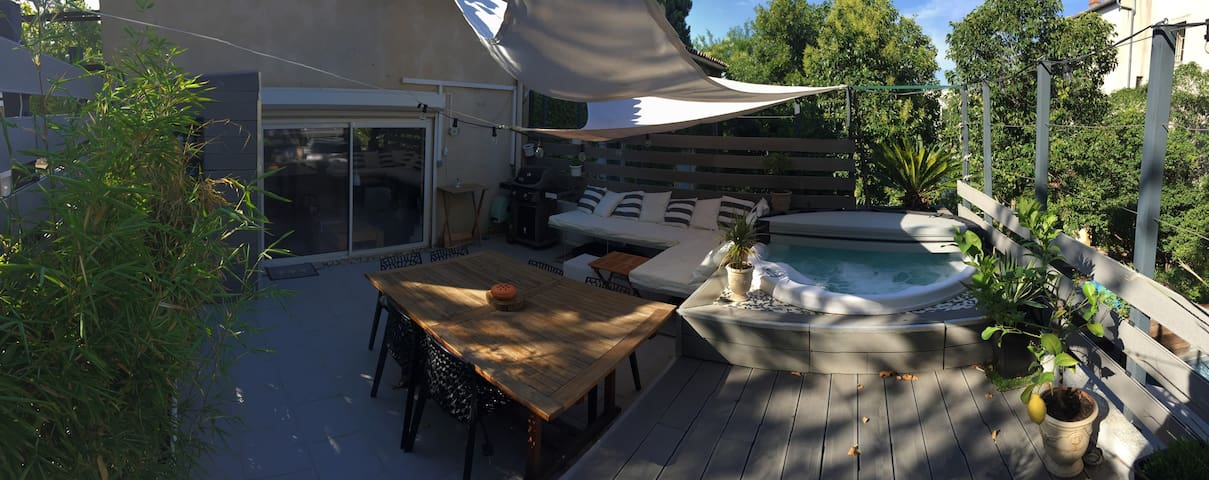 Private room with Jacuzzi in central Montpellier - Montpellier - Appartement