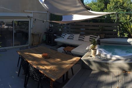 Private room with Jacuzzi in central Montpellier - Montpellier - Apartamento