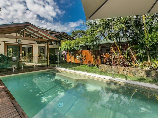 The Bamboo House - tropical family beach house - Suffolk Park - Huis