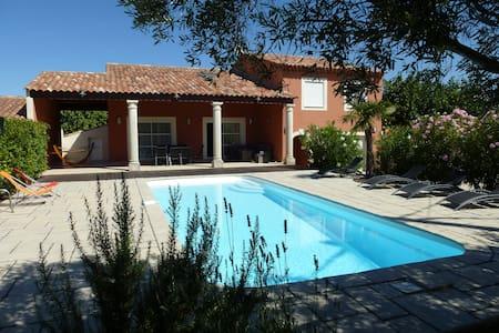 Villa avec piscine, 210 m2 - Gignac-la-Nerthe