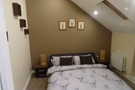 King Size Bed/Room - The Old Abattoir - Darlington