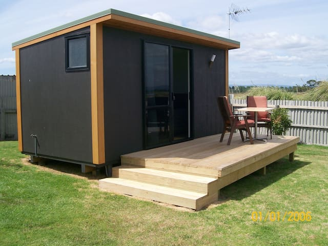 Cute & Cosy. Cabin with tolilt, shower TV Fridge - Pukehina