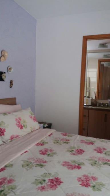 Apartamento aconchegante de 2 quartos, localizado próximo ao metrô e pontos tutrísticos da cidade
