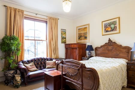 Large Double room in Wimbledon