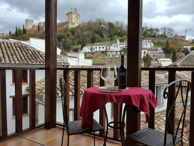 Dar al Noor Loft with fantastic Alhambra views