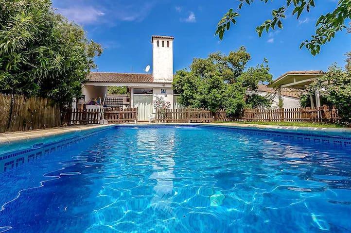 Espectacular villa con piscina