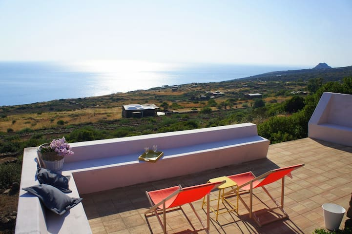 Lovely Dammuso with outstandig view - Pantelleria - Huis