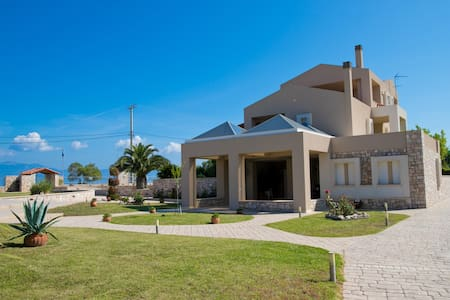 Villa Eleni Small Ηouse with fantastic views