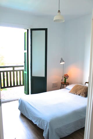 Beautiful room with balcony in centric villa2