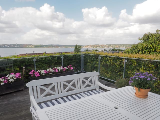 Cozy villa with panoramic sea views - Kolding