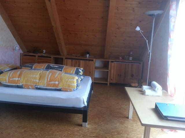 großes attraktives Zimmer - Mössingen - Dom