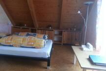 großes attraktives Zimmer