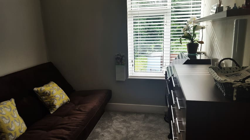 Double bed in Harborne close to Uni and QE Hosp