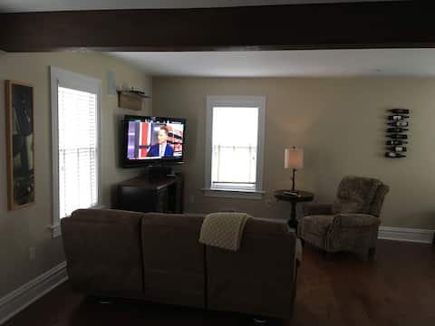 Cozy Carriage House in Oakmont Pa