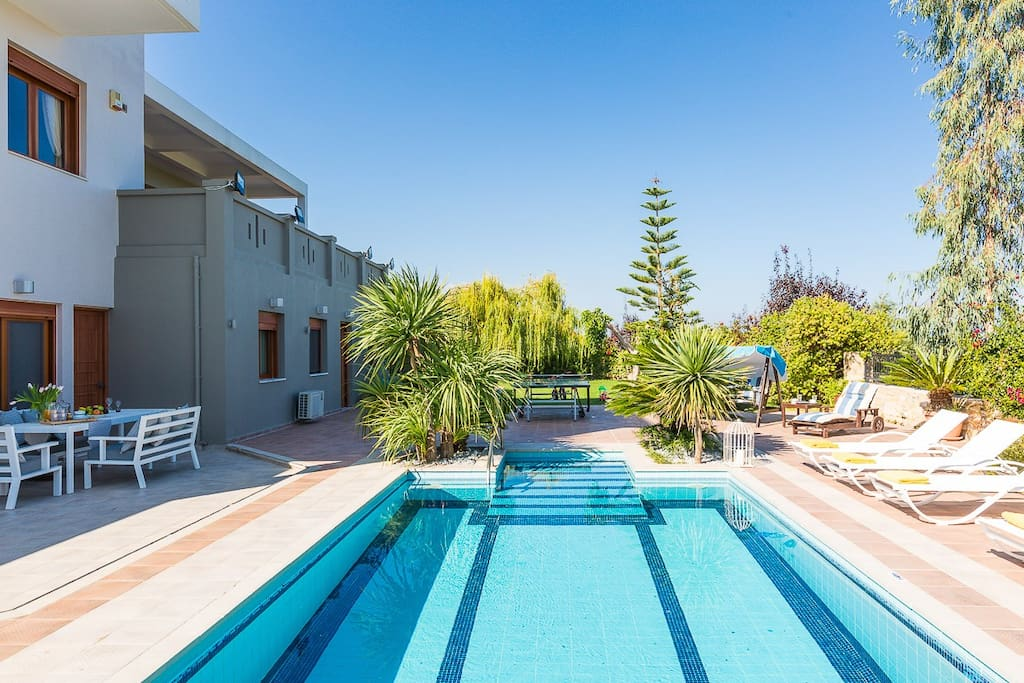 50 m2 private swimming pool and 1.40-1.60m deep.