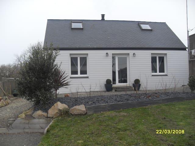 Maison moderne 6-10 pers au Yaudet - Ploulec'h