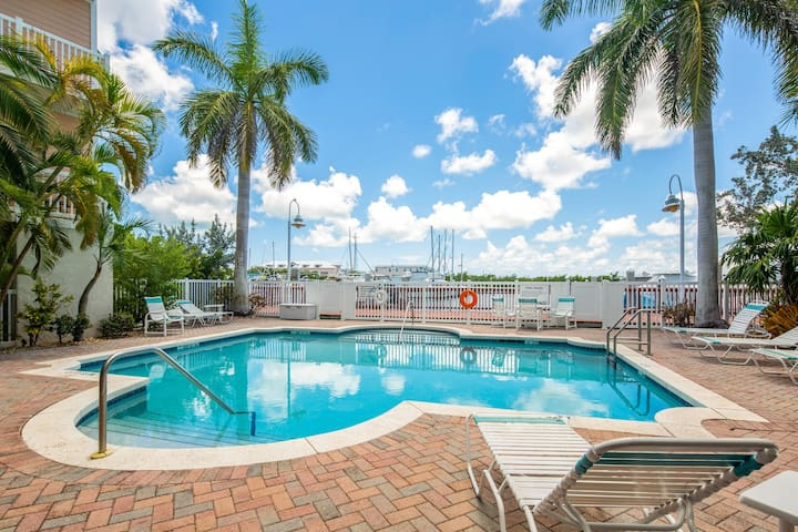 NEW LISTING! Ocean-view condo w/shared pool, close to beach-free airport shuttle