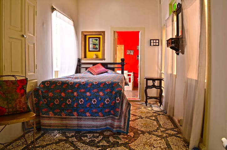 Malo-Single Room,French Haveli - Ahmedabad - Bed & Breakfast