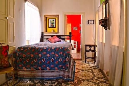 Malo-Single Room,French Haveli - Ahmedabad