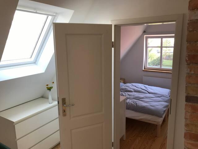 Bedroom / Schlafzimmer #2 , Hallway  Upstairs / Flur Oben