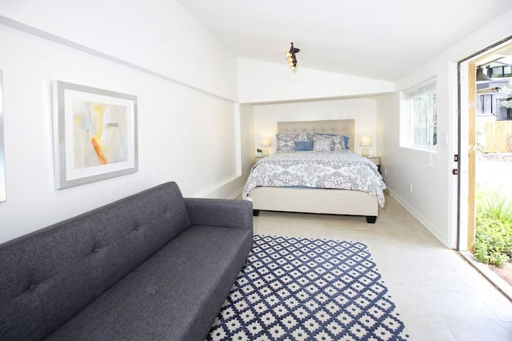 Casita with Private Entry and Queen Bed in Village