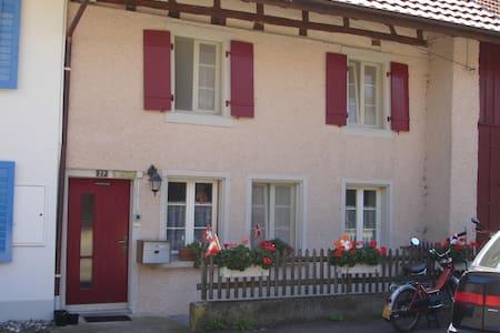 Gemütliches Bauernhaus - Baldingen - บ้าน