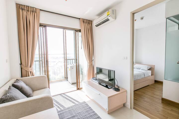 Cozy 1 bedroom • SKYTRAIN • washing machine • WiFi