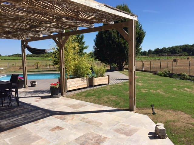Belle maison de plein pied avec piscine chauffée