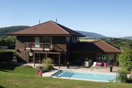 Maison familiale 7-8 personnes avec piscine - Cuvat