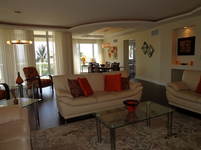 Absolutely the BEST...Location..Residence.. Beach - Fort Lauderdale - Talo