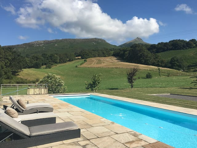 Basque familial house, huge pool, panoramic view