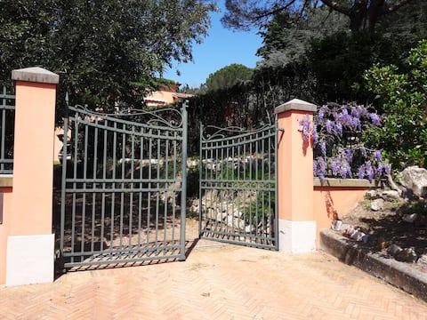 Casa de fazenda na colina toscana