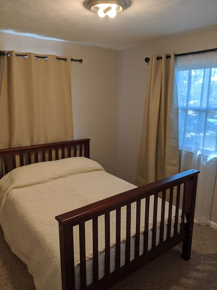 Full size bed in spare room, 5 blks to beach