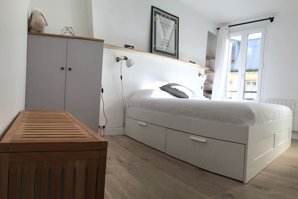 Modern flat amazing bed trendy area superhost apartments for rent in paris - Matelas dunlopillo trendy room 24 ...