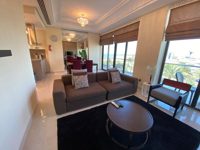 Luxury One Bedroom with Beach Access