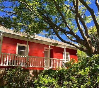 Akarana Cottage- Spa & Rustic charm - Leura - Rumah