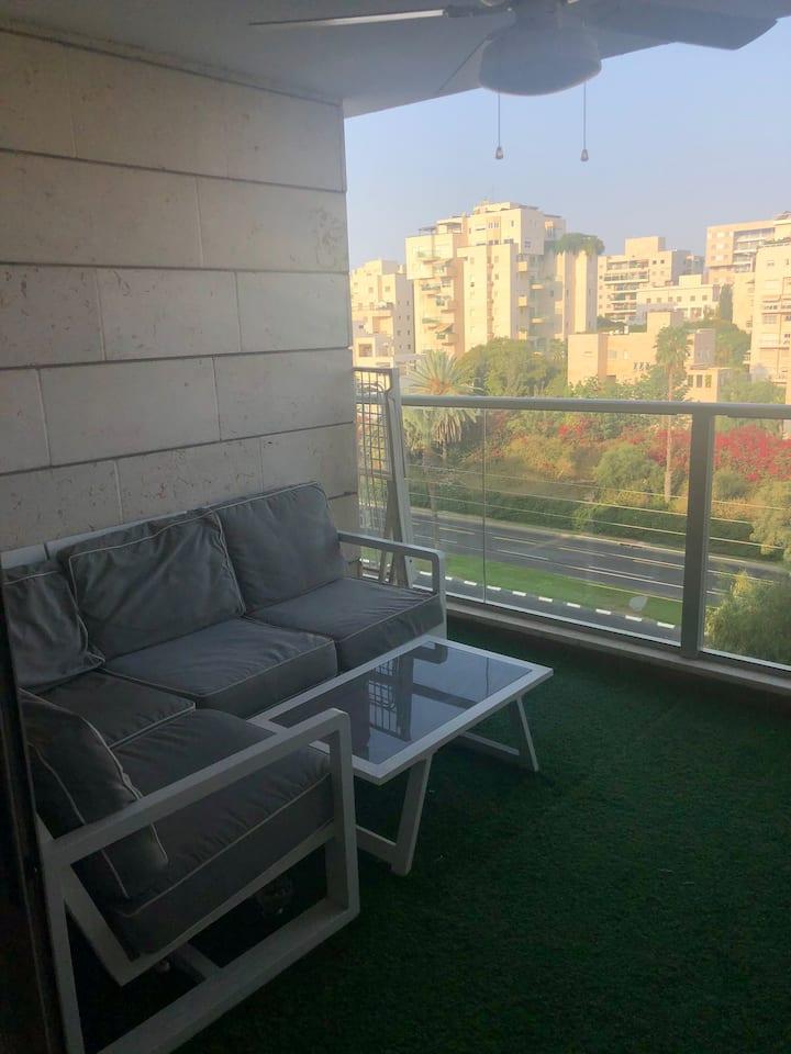 New, spacious empty apt in Neve Avivim, has 1 bed