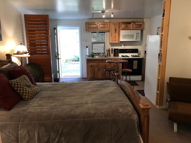 Queen bed and Studio Kitchen