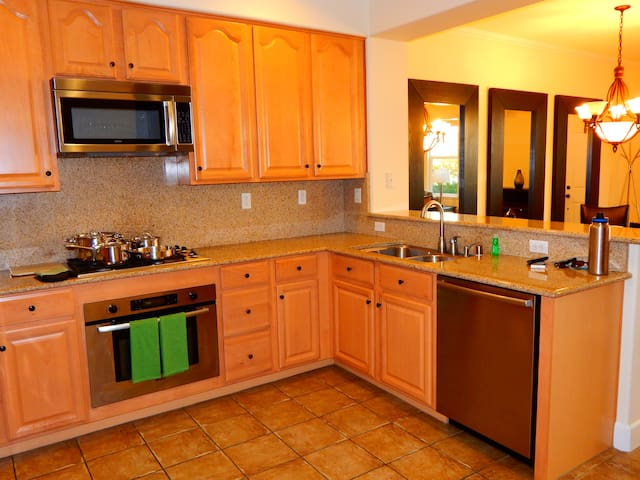 Spacious condo minutes from Downtown
