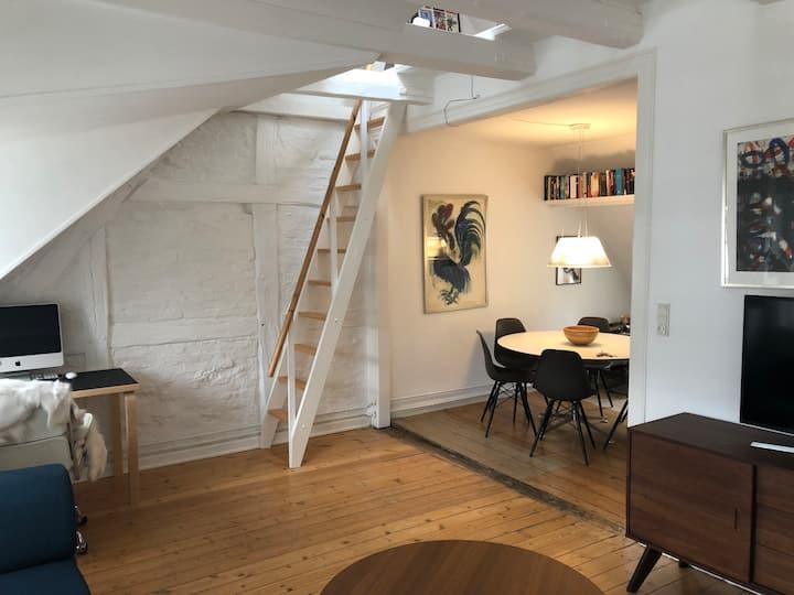 Charmerende loftslejlighed i hjertet af København