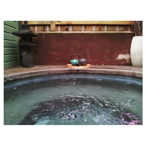 One of the private soaking pools next door at Chozu Bath & Tea Gardens. Chozu offers a variety of body treatments including massage, Reiki, scrubs, facials and more. Cottage guests receive 15% off these services.