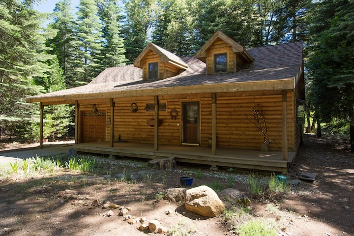 Sweet Sierra Mountain Cottage