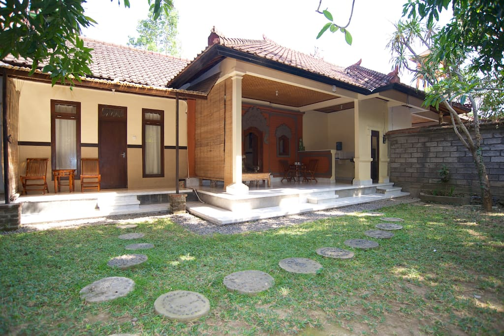 6r huge room kuta villa 2 queen bed pool free brk villen zur miete in kuta bali indonesien. Black Bedroom Furniture Sets. Home Design Ideas
