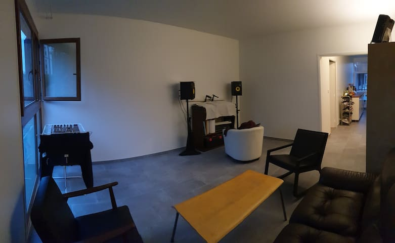 Extra room in my quiet and spacious apartment
