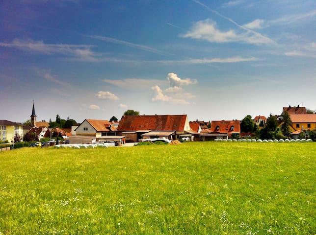 Gemütliche Wohnung, tolle Aussicht mit 2 Balkonen - Ansbach