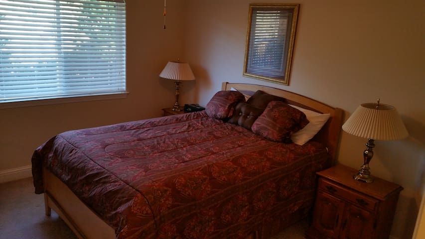 Queen Bedroom in vacation rental home in Norcal.