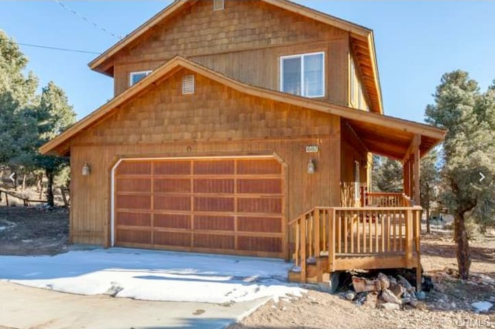 Mountain escape big bear cabin cabins for rent in big for Usmc big bear cabins