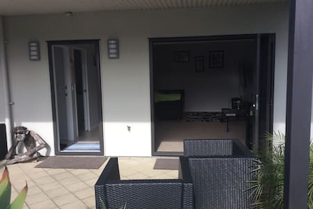 """PARADISE"" 2 mins walk to beach - Papamoa - Bed & Breakfast"