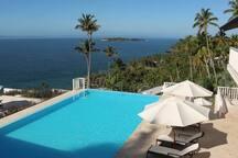 Piscina con vistas al Cayo Levantado y la Bahía de Samaná.